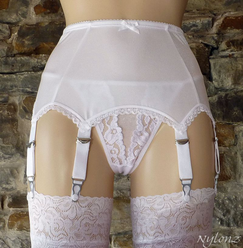 8 Strap Plain Suspender Belt White